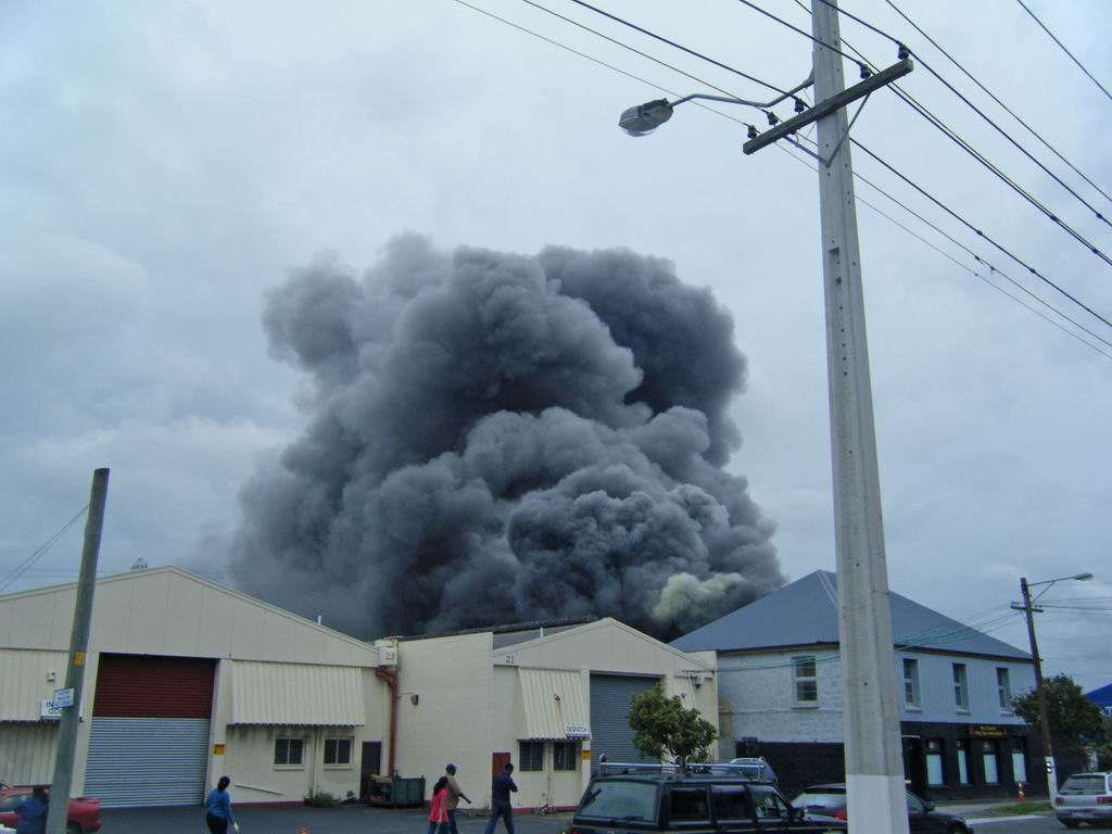 FIREFIGHTERS IN ACTION - MITRE 10 - ONEHUNGA - 4TH ALARM - 8